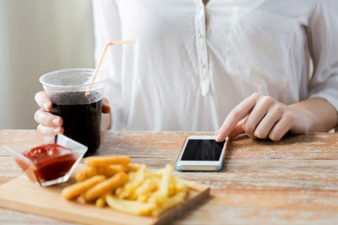 Eating distractedly makes you eat a lot more