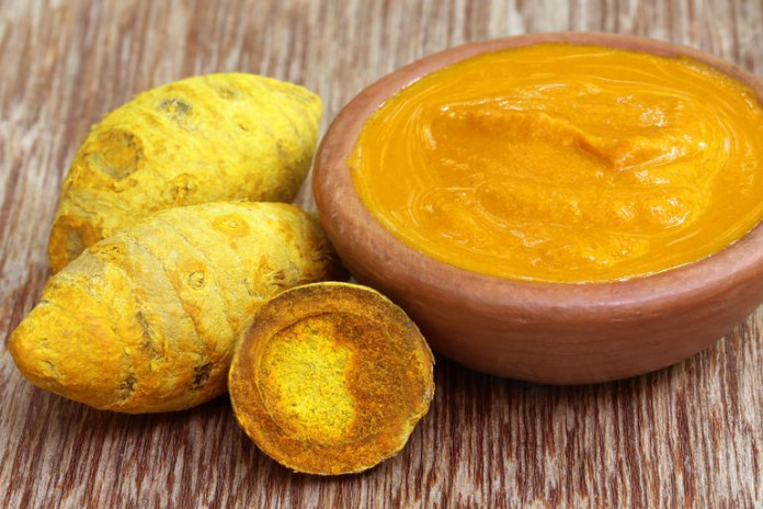 Applying turmeric can reduce inflammation in sprained ankles