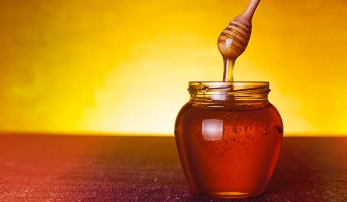 Cleanse your face with honey before bedtime