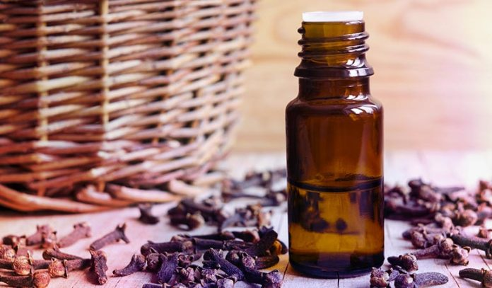 (Clove oil is beneficial for foot pain, joint pain, athlete's foot, etc