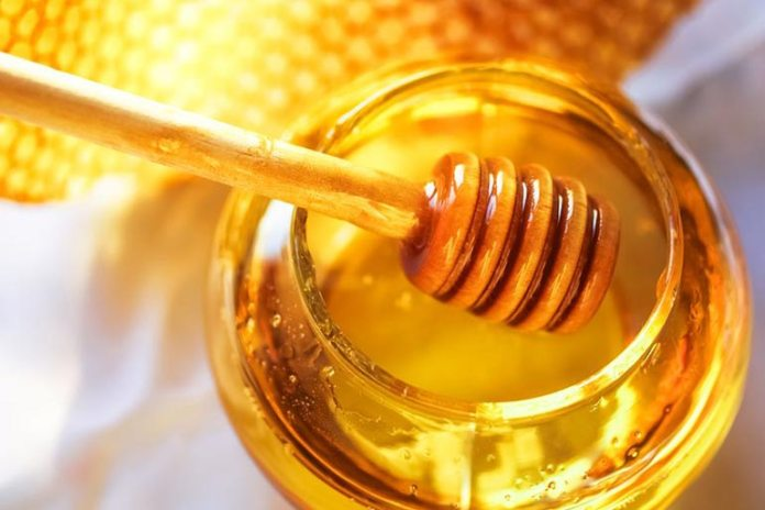 Honey helps soothe the nasal passage and brings down the inflammation, thus making it easy to breathe again.