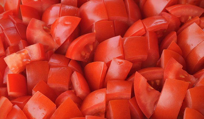 Tomato contain the protein collagen that is great for the skin