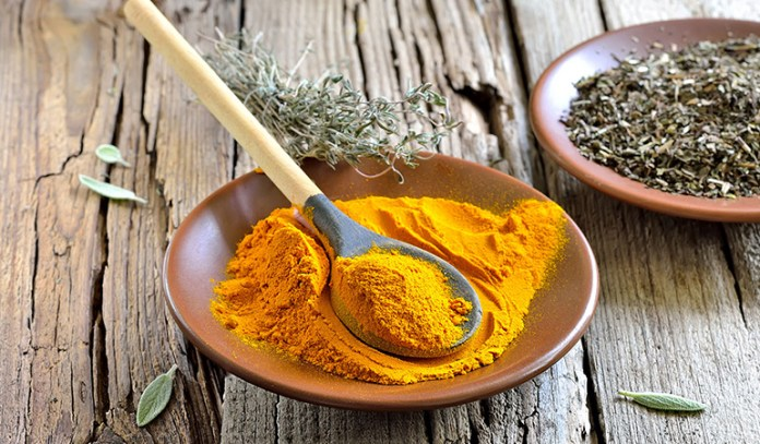 Turmeric face mask moisturizes the skin and makes it radiant