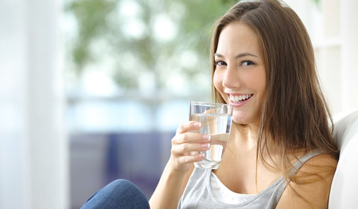 Water hydrates and keeps the skin looking young