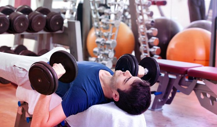 Alternating dumbbell bench press helps develop your chest muscles