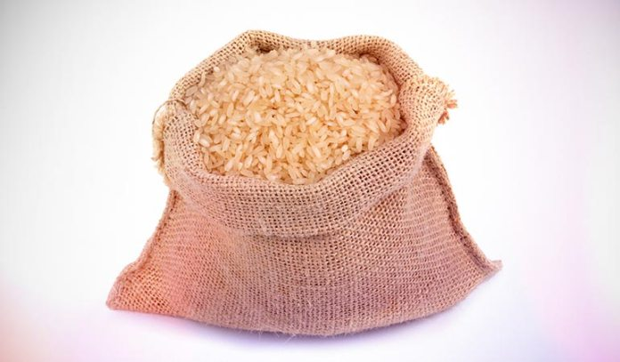 A cup of cooked red rice contains 45 grams of total carbohydrate content.