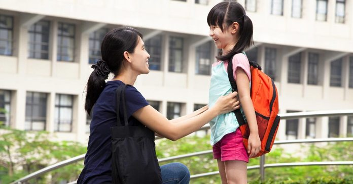 A few tips can help you drop your kid happily at school.)