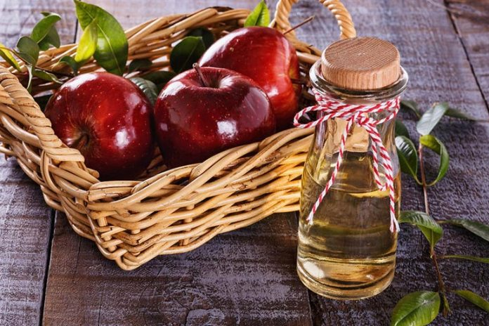 Apple cider vinegar and oatmeal face mask for oily skin