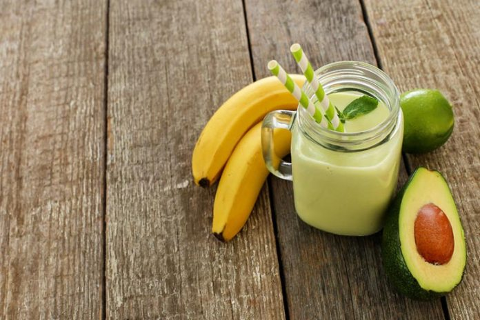 avocado and banana smoothie for a healthy meal