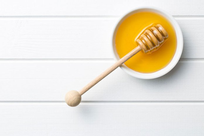 The anti-inflammatory and anti-bacterial properties of honey make it an effective cure for mosquito bites.