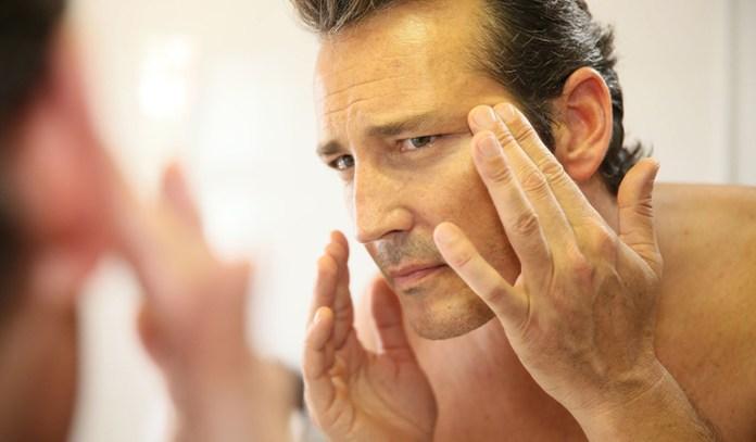 Matcha helps prevent wrinkles in aging skin.