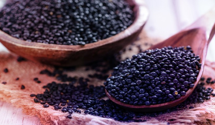 Blend the coarse powder of black lentils <!-- WP QUADS Content Ad Plugin v. 2.0.27 -- data-recalc-dims=