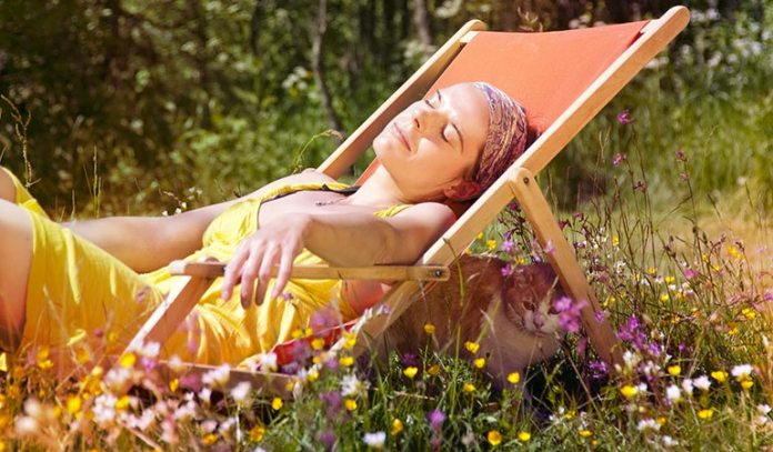 Get exposed to the sun without getting sunburned.)