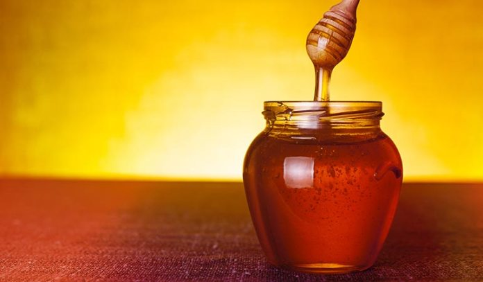 Honey moisturizes dry skin