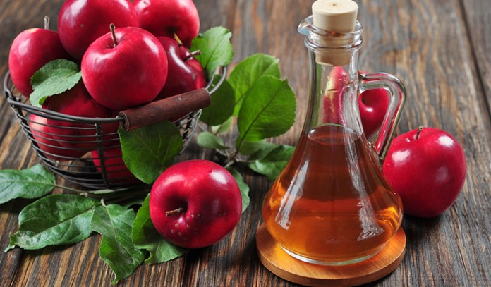 apple cider vinegar relieves bloating and cramps