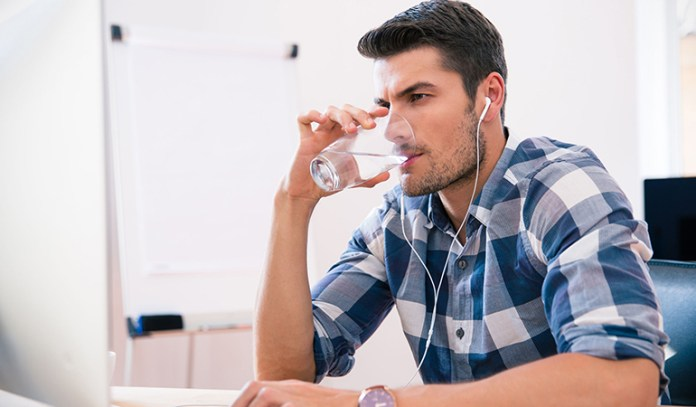 Drinking water regularly prevents tiredness.