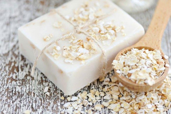 Oatmeal bath clears the blocked skin pores