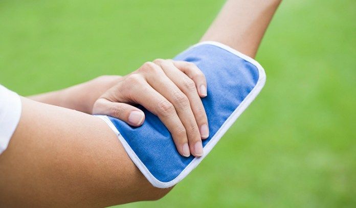 Treating swimmer's itch: cold compress