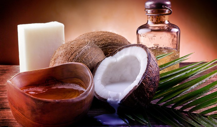 Coconut oil can lock in moisture and hydrate the skin