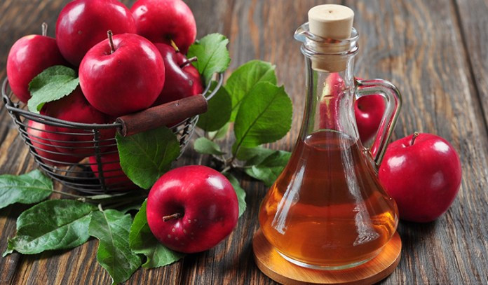 Apple cider vinegar gets rid of acne-causing bacteria and effectively wards off forehead acne
