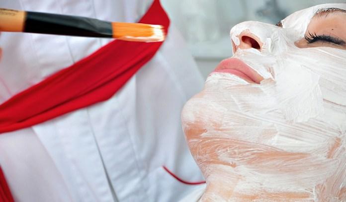 Moisturize the skin using gram flour, yogurt, and honey