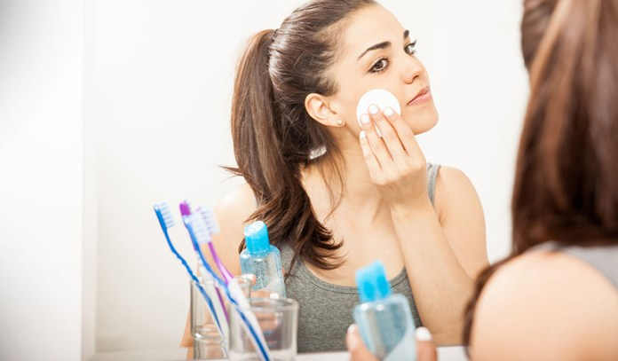 Remove makeup naturally using gram flour and olive oil