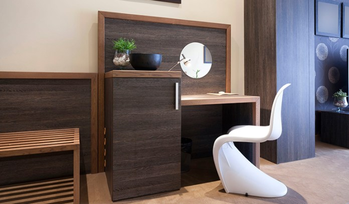 Mirror facing the desk can distract you and increase stress