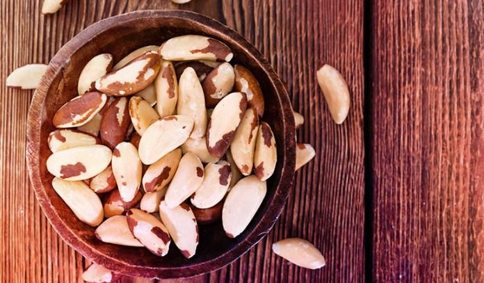 1 oz of brazil nuts has 0.69 mg iron.