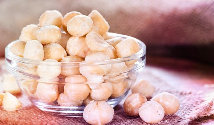 1 oz of macadamia nuts has 1.05 mg iron.