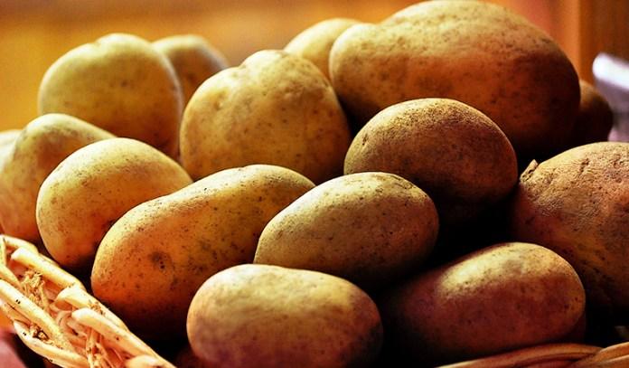 Potatoes have 0.62 mg of zinc.