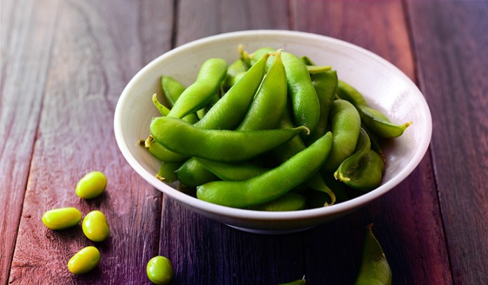 1 cup of boiled edamame: 0.28 mg of vitamin B2 (21.5% DV)
