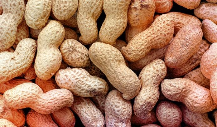 An ounce of peanuts has 3.42 mg of niacin (21.4% DV).