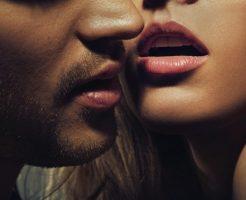キス寸前の男女