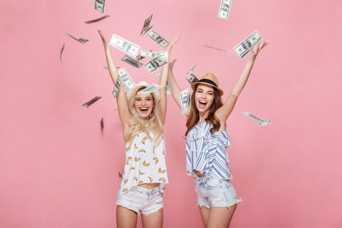 お金と女性画像