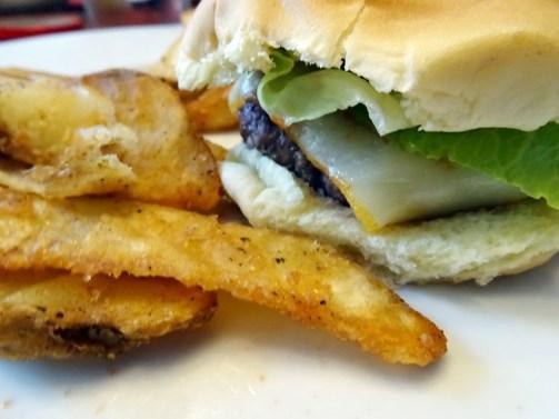 Typiquement Américain! Les hamburgers au barbecue.