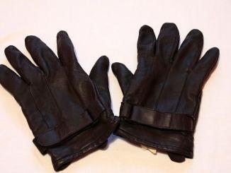 gloves-258799_640