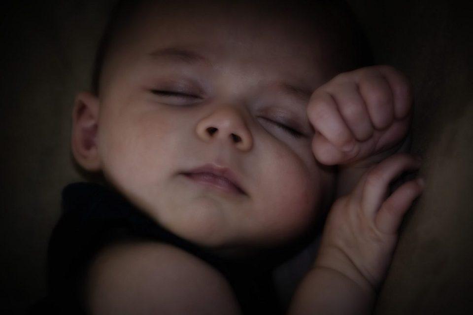 Un bebé duerme de 16 a 17 horas