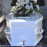 Un joven peruano comienza a respirar durante su funeral