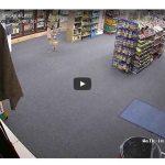 Entra a robar en una tienda y el dependiente le atiende como no se esperaba