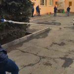 VIDEO: Una chica de 16 años arrastra con su pelo un coche de más de 2 toneladas