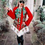 Diseñadora de moda obsesionada con la Navidad