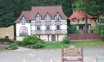 Enchanted Forest: el parque temático psicodélico que hay en Oregón