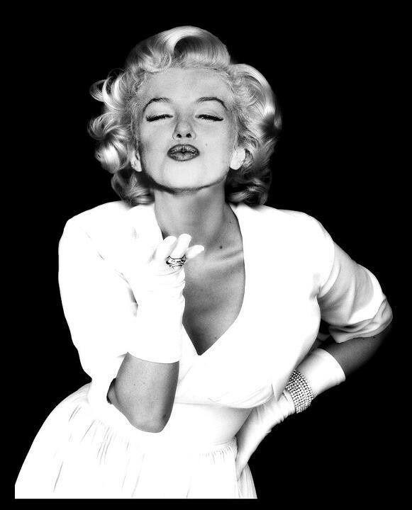 marilyn monroe blowing kisses