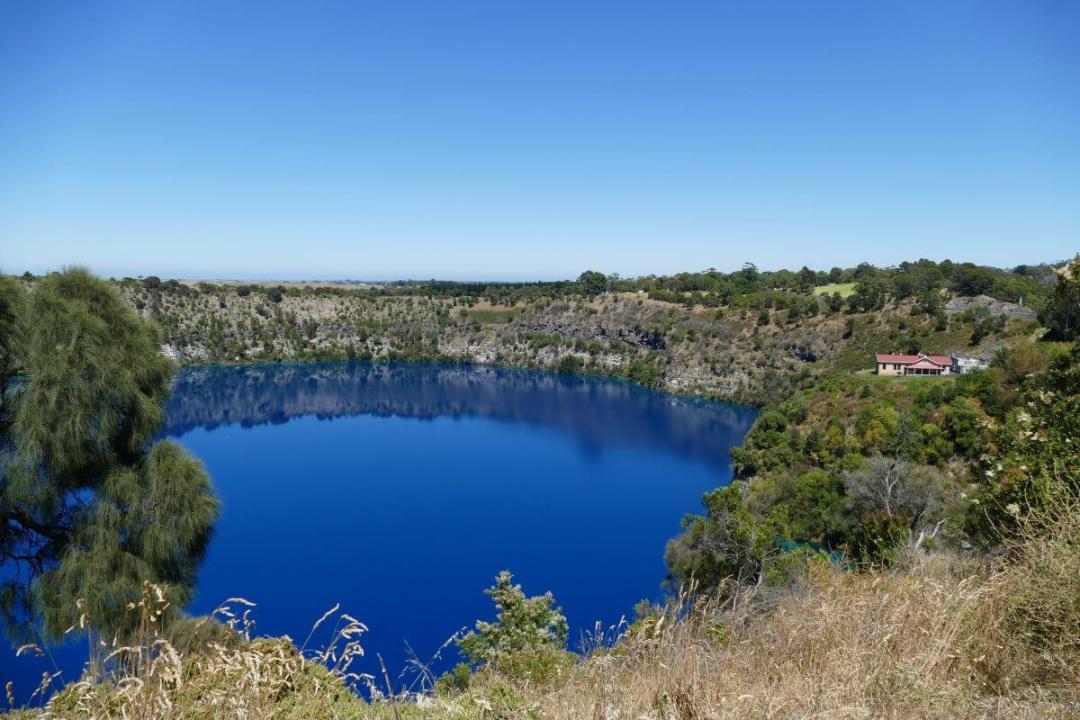 natural Australian landmarks - The Blue Lake