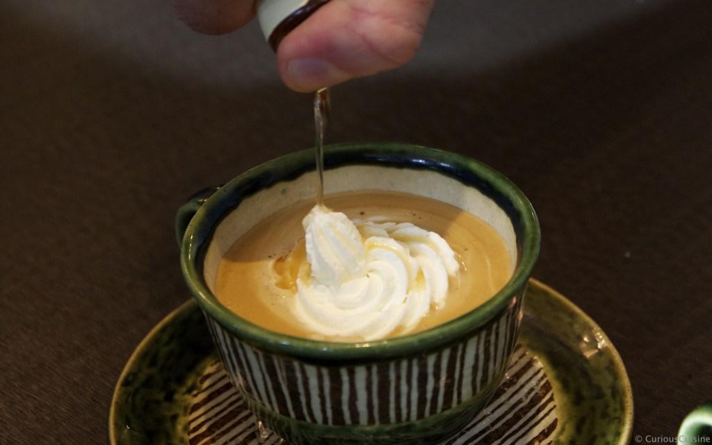 ビーダーマイヤーコーヒー(Biedermeier Kaffe)。ホイップクリームとアプリコットリキュールを加えるコーヒー。
