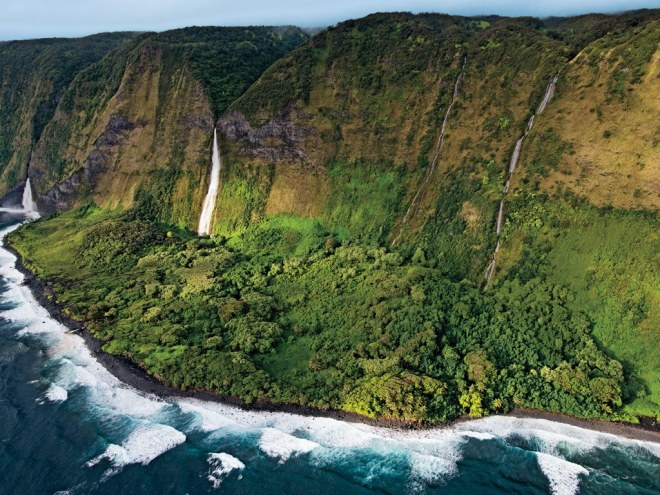 helicopter-tour-big-island-falls (1)