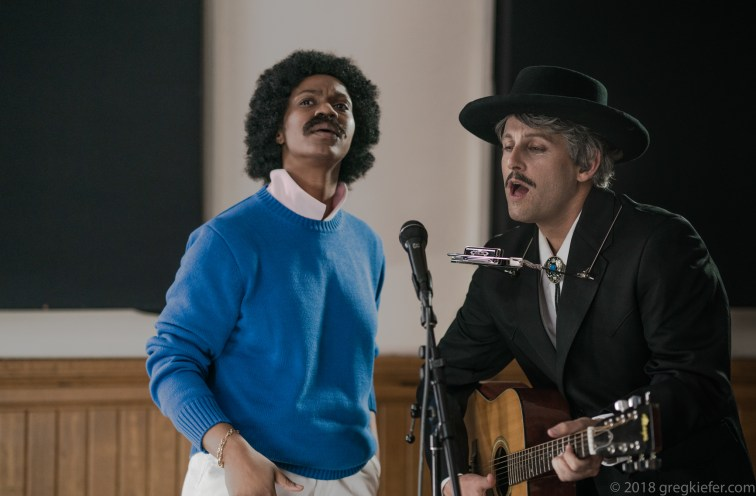 Oyoyo as Lionel Richie - Patrick as Bob Dylan