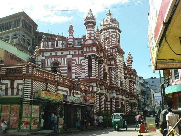 800px-Beautiful_Landmark_Muslim_Mosque_in_Colombo,_Sri_Lanka