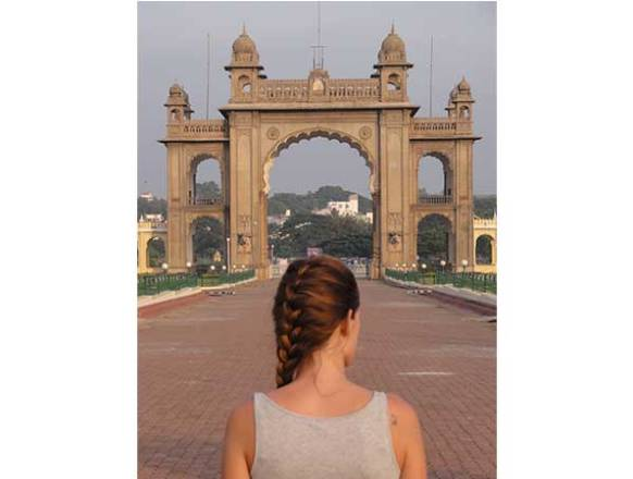 8_In-front-of-Mysore-palace