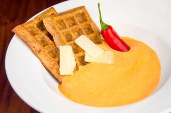 Sabayon van paprika en rode peper met wafels